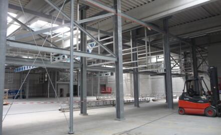 Einbau einer PET-Anlage in eine bestehende Lagerhalle